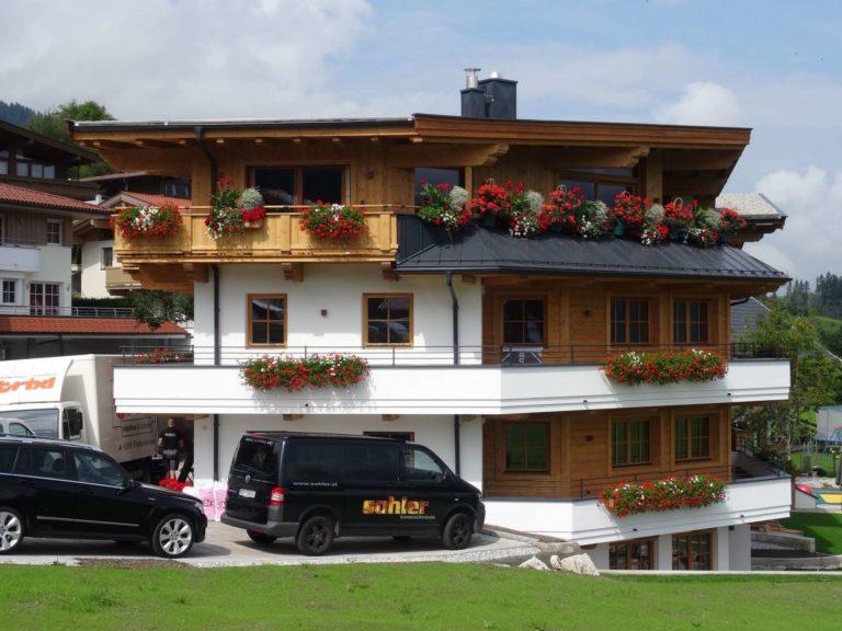Dachstuhl, Fassade und Carport in Ellmau
