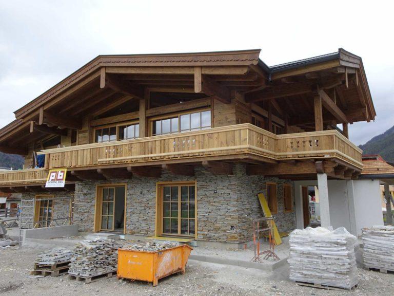 Dachstuhl und Fassade in St. Ulrich am Pillersee