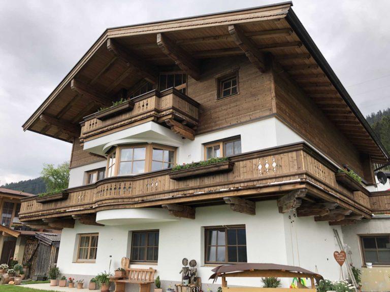 Dachstuhl und Balkon in Oberndorf
